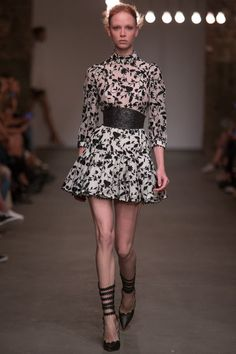 Zimmermann Spring 2016 Ready-to-Wear Collection Photos - Vogue New York  Fashion 6104594373dd