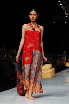 Borokko @ Sarinah Thamrin, 4th Fl  - Indonesia Batik Kebaya, Batik Dress, Lace Dress, Batik Fashion, Boho Fashion, Fashion Design, Jakarta Fashion Week, Sari, Ethnic Dress