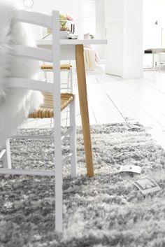 """Der Schurwollteppich """"Alicia"""" von ECOREPUBLIC HOME wurde aus 100.000 Florfäden pro Quadratmeter in aufwändiger Handarbeit gefertigt. Aber nicht nur die Qualität, auch das Design kann überzeugen: Mit seinem verspielten, floralen Muster ist der Teppich ein dekoratives Kunstwerk für jeden Boden. Ausgezeichnet mit dem GoodWeave-Siegel für Eco Engagement!"""