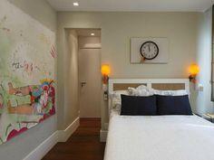 Como decorar e aproveitar cada cantinho de um quarto pequeno Pool Designs, Sofa, Storage, Bed, Furniture, Home Decor, Sweet, Couple Room, Small Guest Bedrooms