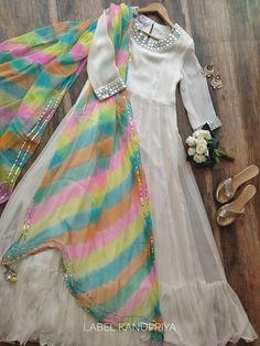 Pakistani Fashion Party Wear, Indian Fashion Dresses, Pakistani Dresses Casual, Indian Gowns Dresses, Dress Indian Style, Pakistani Dress Design, Indian Designer Outfits, Indian Outfits, Simple Anarkali Suits