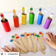 ⋆ Mothers Club - Montessori activities 2 years: 10 e Montessori Toddler, Preschool Learning Activities, Infant Activities, Preschool Activities, Teaching Kids, Learning Activities For Toddlers, Maria Montessori, Teaching Colors, Day Care Activities