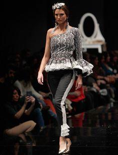 El desfile de Flamencas en Simof 2016. Raúl Doblado 2015 Fashion Trends, Spanish Fashion, Fashion Outfits, Womens Fashion, Peplum Dress, Stylists, Boho, Sewing, Clothes