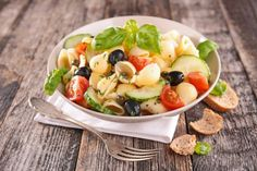 Conchiglioni are large pasta shells, perfect for pairing with cool Greek ingredients. Cook the pasta. Suddenly Salad, Vegetable Pasta Salads, Summer Pasta Salad, Dinners To Make, Pasta Dinners, Meal Prep Containers, Fusilli, Fresh Vegetables, Food And Drink
