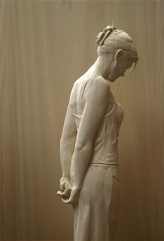 Easy Clay Sculptures : Stunningly Life-Like Figures Hand Carved from Wood by Peter Demetz - Dear Art Easy Clay Sculptures, Art Sculpture, Sculpture Ideas, Bronze Sculpture, Contemporary Sculpture, Italian Artist, Wassily Kandinsky, Wood Art, Wood Carving Art