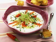 Kalte Gemüsesuppe auf italienische Art ist ein Rezept mit frischen Zutaten aus der Kategorie Gemüsesuppe. Probieren Sie dieses und weitere Rezepte von EAT SMARTER!