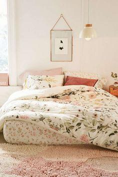 Floral bedroom | shop: duvet - art - glass frame - velvet pillow Follow Gravity Home: Blog - Instagram - Pinterest - Facebook - Shop