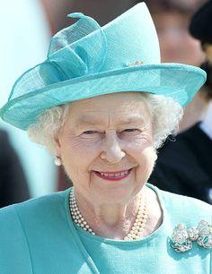 Her Majesty Queen Elizabeth Visits Goldy'S Farm Shop In Lytchett Matravers, Dorset. Elizabeth Philip, Queen Elizabeth Ii, Hm The Queen, Save The Queen, The Queens Children, Prince Charles And Diana, Queen Hat, Princess Margaret, Princess Diana