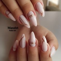 Long acrylic nails are too sharp, and short nails are too ordinary? Then you need almond nails, which are of moderate length. Almond nails are named after their shape similar to almonds. White Acrylic Nails, Almond Acrylic Nails, Black Nail, Acrylic Nails Designs Short, Crackle Nails, Almond Nail Art, Hair And Nails, My Nails, Diva Nails