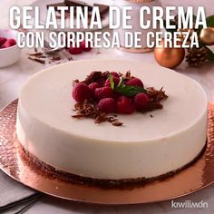 Video of Gelatina de Crema with Sorpresa de Cereza - Everything you are looking Gelatin Recipes, Jello Recipes, Mexican Food Recipes, Sweet Recipes, Mini Desserts, Delicious Desserts, Yummy Food, Tasty, Jello Desserts