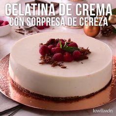 Video of Gelatina de Crema with Sorpresa de Cereza - Everything you are looking Mango Dessert Recipes, Gelatin Recipes, Jello Recipes, Mexican Food Recipes, Sweet Recipes, Baking Recipes, Delicious Desserts, Yummy Food, Cake Filling Recipes