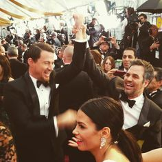 Channing Tatum and Mark Ruffalo do the ultimate hot-guy high five (or wrist grab...)! Oscars 2015