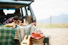 >> roadtrip with blankets & map?