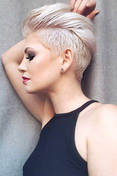 If you are looking for a perfect hairstyle for your short hair, you may give an eye to the collection we have gathered over here. You may look for the pixie for your round face. So, we've got Short Hair Styles pixie and Short Hair Styles for round face. Long Face Haircuts, Face Shape Hairstyles, Best Short Haircuts, Pixie Haircuts, Pixie Hairstyles, Short Brown Hair, Short Hair Cuts, Short Hair Styles, Latest Short Hairstyles