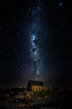 Descending Heaven by - Around the World Photo Contest By Discovery Sky Full Of Stars, Stars At Night, Milky Way Photos, Cool Backgrounds Wallpapers, Phone Wallpapers, Galaxy Photos, Night Scenery, Planets Wallpaper, Earth Photos