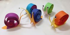 かたつむり です。なかなか おしゃれなハイカラデザインでんでんむし です。世の中には、「子ども」を甘くみていて、適当に… いや、 失礼ないい加減な お子さ... Craft Work For Kids, Crafts For Kids, Summer Crafts, Diy And Crafts, Paper Crafts, Visible Mending, Rainbow Crafts, Kids Rainbow, Paper Ornaments