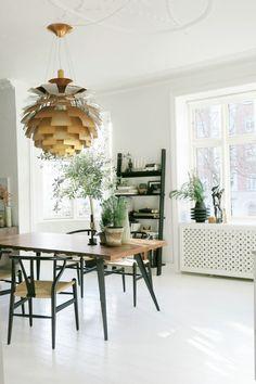 Ejerlejlighed til salg, København Ø - INDRETNING Flot istandsat og meget velindrettet 4-værelses lejlighed med en skøn vestvendt altan. Boligen har et herskabe