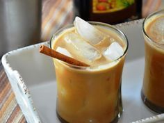 Have a coffee craving and want to save some cash? Try our At Home Iced Coffee. It's super easy and delicious! Greek Desserts, Summer Desserts, Greek Recipes, Summer Beverages, Food Network Recipes, Food Processor Recipes, The Kitchen Food Network, Cupcakes, Snack Recipes