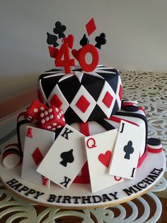 Cake topper, playing cards, die & chips hand made from gumpaste, Casino themed birthday cake Casino Night Party, Casino Theme Parties, Party Themes, Vegas Party, Casino Party Decorations, Party Ideas, Fète Casino, Casino Cakes, Casino Bonus