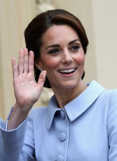 Kate Middleton Photos Photos - Catherine, Duchess of Cambridge arrives at the Mauritshuis Gallery during a solo visit to the Hague on October 2016 in the Hague, Netherlands - The Duchess Of Cambridge Visits The Netherlands Kate Middleton Outfits, Kate Middleton Photos, Kate Middleton Style, Catherine Walker, Prince William And Catherine, William Kate, Prince And Princess, Princess Kate, Princess Charlotte