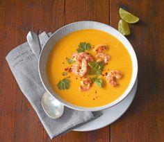 Kürbis-Kokos-Suppe mit Garnelen: Aroma-Sensation: die Korianderstiele garen wie beim Asiaten einfach mit.