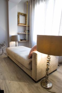 Reforma de vivienda integral. ELEGANT. SALÓN: Salones de estilo moderno de R-decora - Obras, Reformas y Decoración