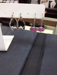 Just the shades for any #ValentinesDay outfit! Here's our latest #Chamilia #earrings! #DonJenkinsJeweler #LimaOhio