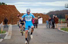 Yannick MARTINEZ (Delko-Marseille Provence-KTM) vainqueur cet aprés midi au cyclo cross de Dun Sur Auron devant  Loic Forestier (Vélo Sport Nivernais Morvan) et Nicolas Coste (AC Chatellerault) Yannick MARTINEZ (Delko-Marseille Provence-KTM) vainqueur...