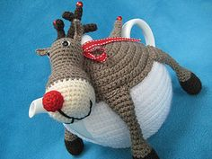 Ravelry: Teacosy Rudolph the red nosed reindeer Tea Cozy Cosy Christmas Festive pattern by Millionbells Crochet Geek, Crochet Home, Hand Crochet, Grannies Crochet, Tea Cosy Pattern, Crochet Tea Cosy Free Pattern, Knitting Patterns, Crochet Patterns, Scarf Patterns