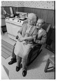 Lasting Love . . . Elderly Couples, Old Couples, Couples In Love, Love Couple, Never Grow Old, Growing Old Together, Grow Old With Me, Old Age, The Way You Are