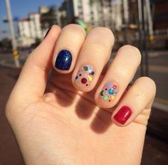 Perhaps you have discovered your nails lack of some trendy nail art? Sure, recently, many girls personalize their nails with beautiful … Funky Nails, Blue Nails, Nail Art Designs, Nails Design, Nailart, Trendy Nail Art, Trendy Hair, Manicure E Pedicure, Red Manicure