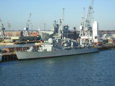 HMS Nottingham (D91) Royal Navy, Nottingham, Sheffield, Buses, Military Vehicles, New York Skyline, Past, Surface, Ships