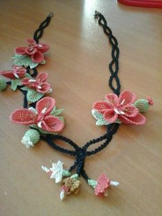 Mavicini Lace Making, Jewlery, Crochet Necklace, Embroidery, Flowers, Pattern, How To Make, Yarn Flowers, Stud Earrings