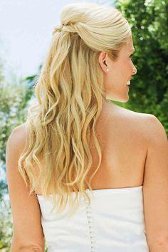 Diese Brautfrisur ist halboffen und wurde nur zum Teil hochgesteckt - so erhält die Frisur einen sehr natürlichen Charakter...