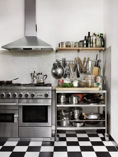 kitchen design idea, stainless steel stove and industrial shelves Industrial Kitchen Design, Kitchen Interior, New Kitchen, Kitchen Dining, Kitchen Decor, Industrial Shelving, Industrial Kitchens, Vintage Industrial, Industrial Fan