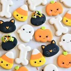 Fall Cookies, Cookies For Kids, Iced Cookies, Cute Cookies, Royal Icing Cookies, Holiday Cookies, Cupcake Cookies, Cookies Et Biscuits, Halloween Cookie Recipes