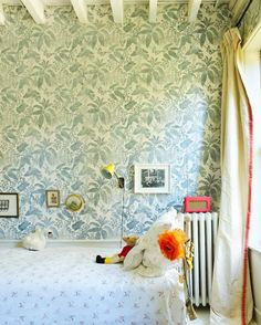Miranda Brooks at Home in Brooklyn - Katie Considers Marthe Armitage wallpaper floral Miranda Brooks De Gournay Wallpaper, Wallpaper Decor, Pattern Wallpaper, Bedroom Wallpaper, Kids Wallpaper, Miranda Brooks, Childrens Room Decor, Baby Bedroom, Baby Patterns
