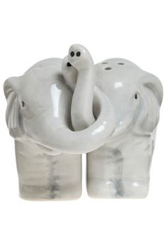cute salt and pepper shakers :)