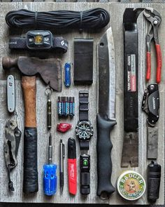 Do you guys keep a or something similar in the car? I always have a basic kit like this one or something with more food and… Bushcraft Gear, Bushcraft Camping, Tactical Survival, Camping Survival, Outdoor Survival, Survival Life Hacks, Survival Tools, Survival Prepping, Urban Survival