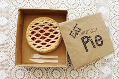 DIY Cardboard Pie Box | A Joyful Riot @ajoyfulriot