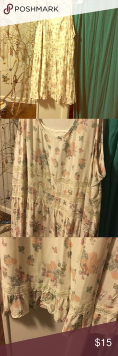 Pretty Lace and Flower Dress Never worn and adorable. So simple and precious. Mudd Dresses