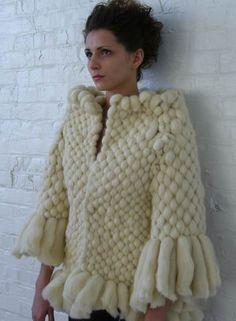   Valerie Ferus   2010. tissage : veste en laine mèche.