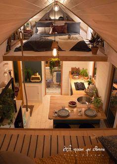 Tiny House Loft, Modern Tiny House, Tiny House Living, Tiny House Plans, Tiny House Design, Living Room, Tiny Loft, Minimaliste Tiny House, Tiny House Movement