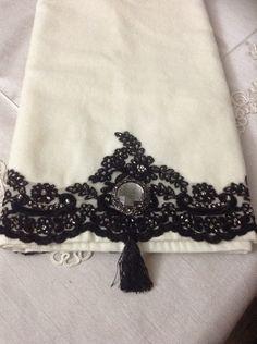 Bath Towels, Crochet Necklace, Homes, Decorations, Sweet, Embroidered Towels, Bath Linens, Decorative Towels, Hooks