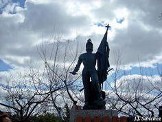 Estatua de Hernán Cortés en Medellín. Winter Jackets, Francisco Pizarro, Statues, Parks, Winter Vest Outfits