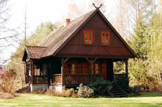 Dom drewniany po renowacji Wooden Cottage, Wooden Houses, Log Homes Exterior, Cabana, Cottage Style Homes, Timber House, Log Cabin Homes, European House, Cabins In The Woods