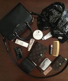 What's in my bag April 2016 Source by Accs What In My Bag, What's In Your Bag, Luxury Diaper Bag, Inside My Bag, What's In My Purse, Purse Essentials, Travel Purse, Work Bags, Everyday Bag