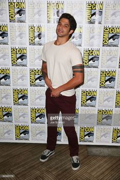 Tyler Posey arrives at the 'Teen Wolf' press line at Comic-Con International 2017 on July 2017 in San Diego, California. Tyler Posey, Tyler Garcia Posey, Wolf Movie, Teen Wolf Scott, Teen Wolf Funny, Beautiful Men Faces, Cody Christian, Scott Mccall, Cute Actors