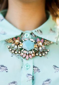 Flower Pendant Necklace: looks stunning with the mint blouse