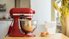 These recipes are sure to inspire the creative in you - we're sharing the best stand mixer recipes (some aren't even for food! Philadelphia Torte, Best Stand Mixer, Stand Mixer Recipes, Stand Mixers, Kitchen Aid Mixer, Kitchen Tools, Kitchen Gadgets, Kitchen Aide, Gastronomia